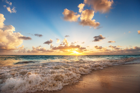 Sunrise on the beach of Caribbean sea, Dominican Republic Standard-Bild