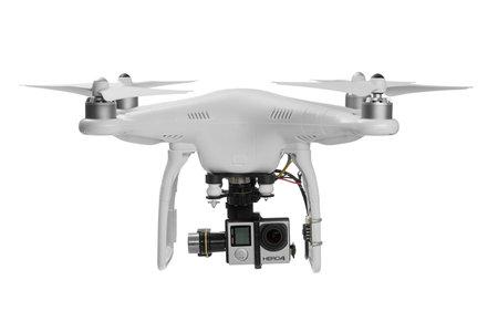 바르나, 불가리아 - 5 월 (28), 2015 : 디지털 카메라 GoPro의 HERO4와 DJI 팬텀이 흰색에 고립 된 쿼드 콥터 드론 비행 에디토리얼