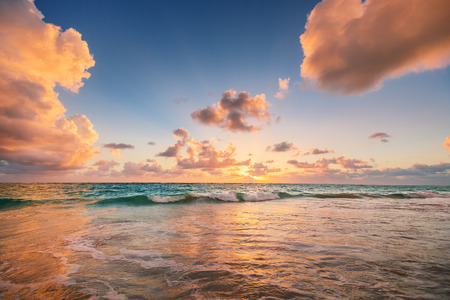 Sunrise on the beach of Caribbean sea, Punta Cana Banque d'images