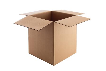 클리핑 패스와 함께 흰색 배경에 고립 열기 골 판지 상자