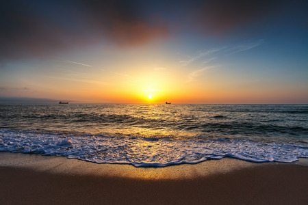 sunrise ocean: Beautiful sunrise over the sea