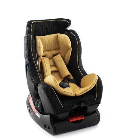 cinturon seguridad: asiento de seguridad para el bebé y niño, aislado en fondo blanco