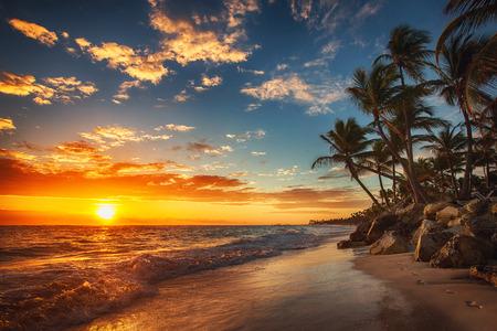 ビーチの日の出。プンタ カナ