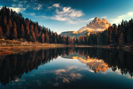 Aerial view of Lago Antorno, Dolomites, Lake mountain landscape with Alps peak , Misurina, Cortina d'Ampezzo, Italy.  Reflected the famous Tre Cime di Lavaredo. Imagens