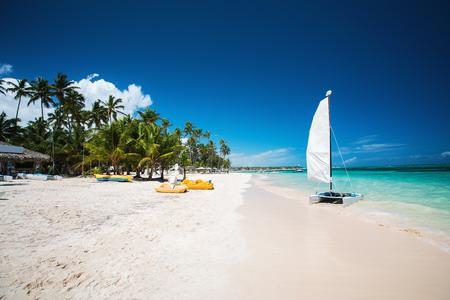 Tropical beach in Punta Cana, Dominican Republic Imagens