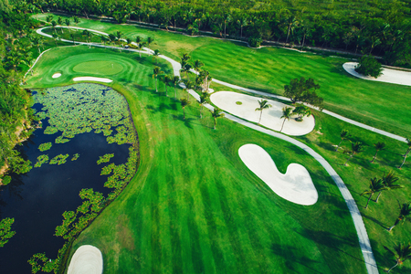 Vue aérienne du parcours de golf tropical, République dominicaine, Punta Cana