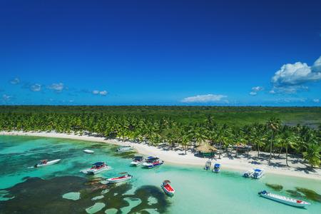 Vista aerea della spiaggia dell'isola tropicale, Repubblica Dominicana Archivio Fotografico