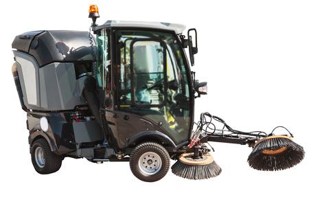 Straßenkehrmaschine oder Reinigungsmaschine für Straßen mit Freistellungspfad auf weißem Hintergrund