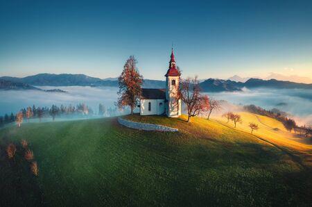 Aerial view of Saint Tomas church, Slovenia. Imagens - 129728474