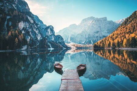 Boats on the Braies Lake ( Pragser Wildsee ) in Dolomites mountains, Sudtirol, Italy Archivio Fotografico