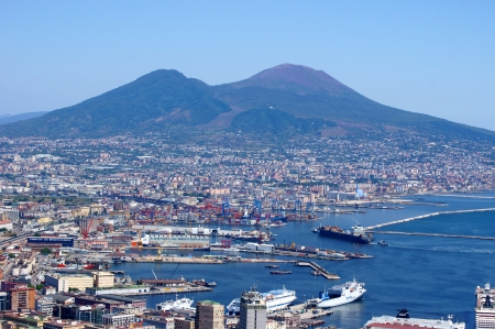 settled: View of the volcano Vesuvius and settled down at his podnlzhya metropolis - Naples Stock Photo