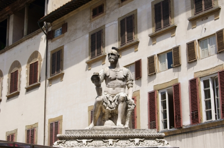 lorenzo: Giovanni delle Bande Monument - one of the founders of the dynasty of the Medici in Piazza San Lorenzo in Florence