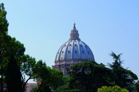 st  peter s square: View of the dome of St  Peter in the Vatican