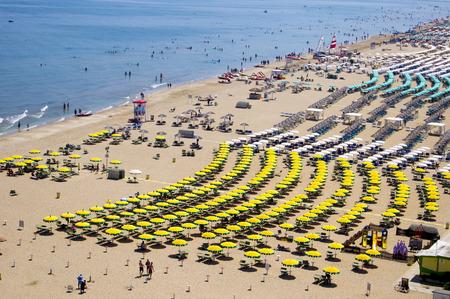 Vue d'en haut sur une plage de sable à Rimini, Italie Banque d'images - 33788292