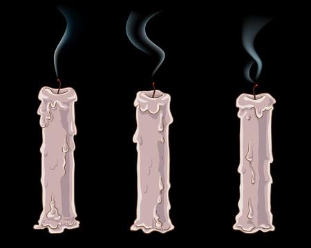 burn out: Drie gedoofd kaarsen in het donker.
