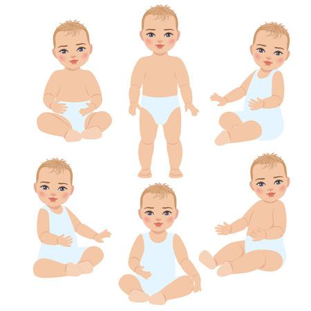 Set met schattige baby in licht kostuum en luier. Het kind is het eerste jaar na de geboorte. Zitten en staan de baby op een witte achtergrond.