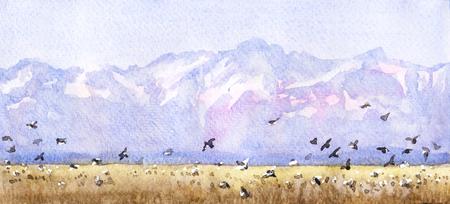 Aquarel schilderij. Hand getekende illustratie. Berglandschap met vliegende vogels. De natuur bekijkt de achtergrond. Blauwe bergen met sneeuwtoppen.