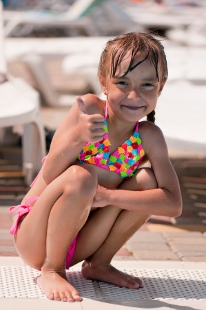 Little girl in costume da bagno