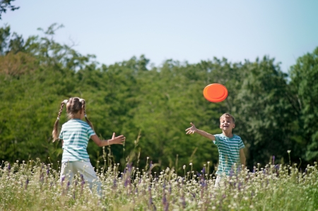 flying disc: Children playing flying disc