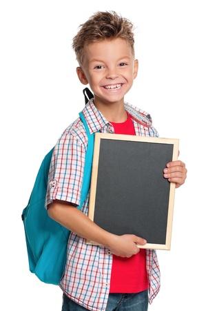 niño con mochila: Niño con pizarra pequeña Foto de archivo
