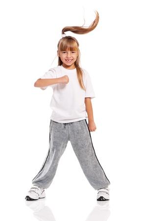 Felice ragazza che balla poco isolato su sfondo bianco Archivio Fotografico