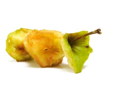 basura organica: n�cleo de Apple sobre un fondo blanco