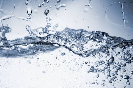 Water splashes with bubbles. Fluid in motion. Selective focus. Close up and horizontal orientation. Stockfoto