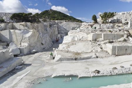 white marble: machinery in a granite quarry in cadalso de los vidrios, madrid
