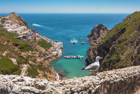 포르투갈의 섬 Berlengas의 부두의 전망