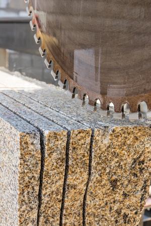 diamond blade saw cutting granite Banco de Imagens