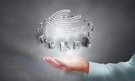 Conectividad de aplicaciones empresariales e integración en la mano del hombre de negocios Foto de archivo - 66318762