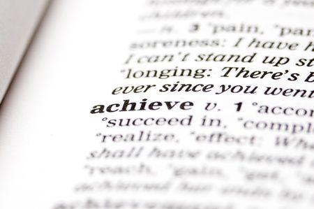 realiseren: Het woord bereiken geschreven in thesaurus Stockfoto