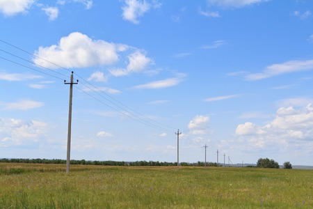fila de personas: The High voltage power line