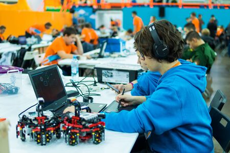 Russia, Saint-Petersburg October 6, 2018: Young man programming on the computer. Education, science, technology, children at the robotics exhibition Robofinist 新聞圖片