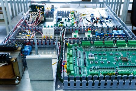 transistor, Transformer and electronic devices on a circuit board on metal base Banco de Imagens