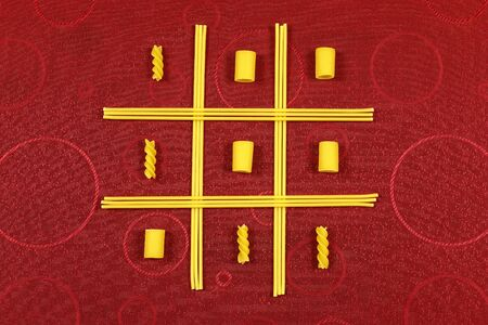 playing tateti with pasta Foto de archivo