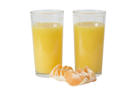 mandarine: Two glasses of orange juice. Slices of tangerine (mandarine). Isolation on a white background. Clipping path.
