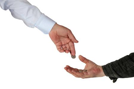 hombre pobre: Caridad. Rich somete limosna al pobre. El aislamiento en un fondo blanco. El camino de recortes.