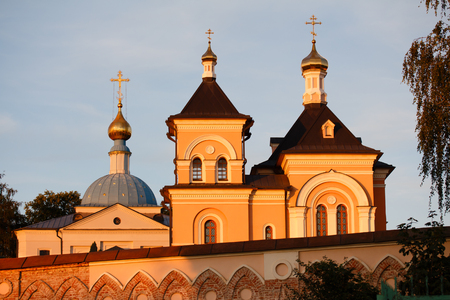 Optina. The wall of the monastery and the church dedicated to the Transfiguration.
