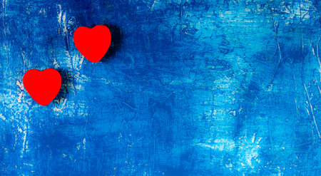 corazones azules: The red Hearts on blue Background. Valentines day concept. Place for text