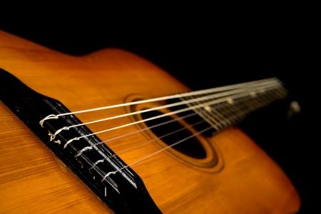 gitaar op een zwarte achtergrond Stockfoto