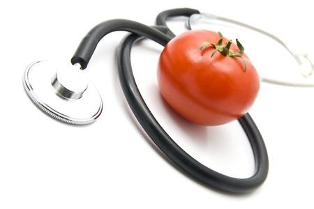 stetoskop: stetoskop and tomato on a white background