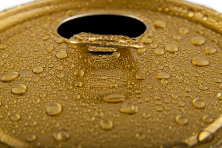 jarra de cerveza: tarro de cerveza en un fondo blanco