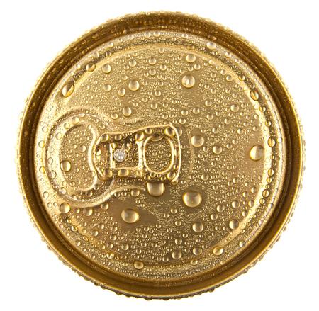 tarro cerveza: jarra de cerveza en gotas de agua sobre un fondo blanco Foto de archivo