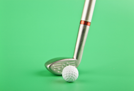 putter and Golf ball on green background closeup 免版税图像