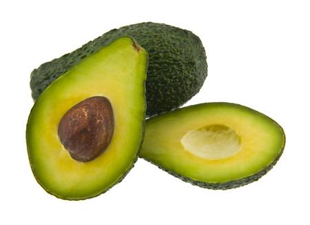 Alimentos con aguacate orgánico fresco aislado sobre fondo blanco.