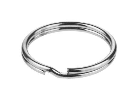 Anello di metallo isolato su uno sfondo bianco. Archivio Fotografico