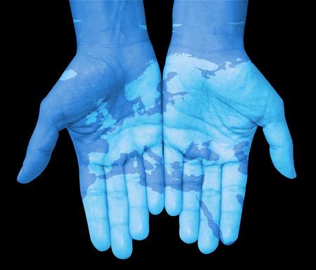 el mundo en tus manos: Manos con Europa, mapa de Europa diseñados. El mundo en sus manos