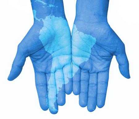 el mundo en tus manos: Manos con América del Sur, América del Sur mapa dibujado. El mundo en sus manos Foto de archivo