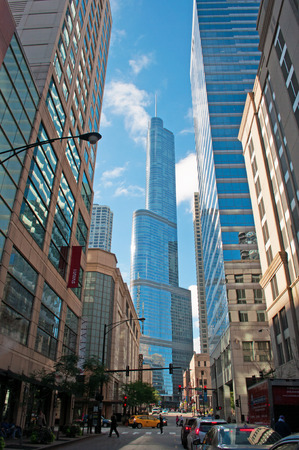magnificent mile: Panoramic view of Trump Tower seen from the street, Chicago skyline
